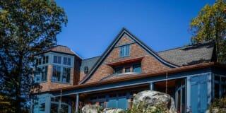 Lake Side View / Photo by Bonin Architects