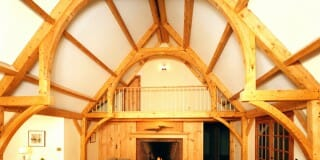 Can you tell me more about the span and spacing of a hammer beam truss?
