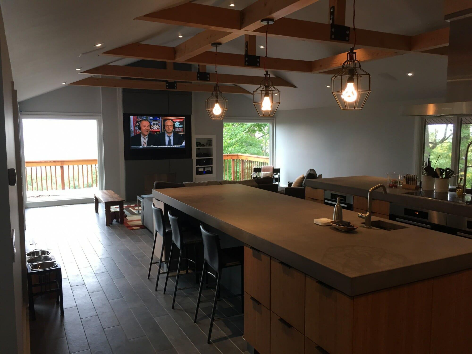 Sleek ceiling timbers
