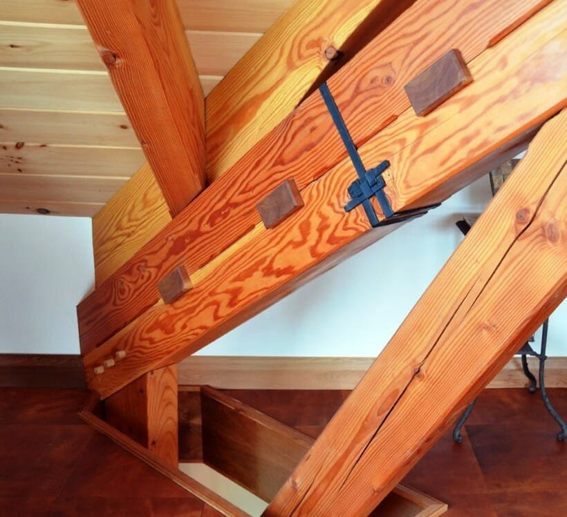 residence-interior-rafter-assembly (2)
