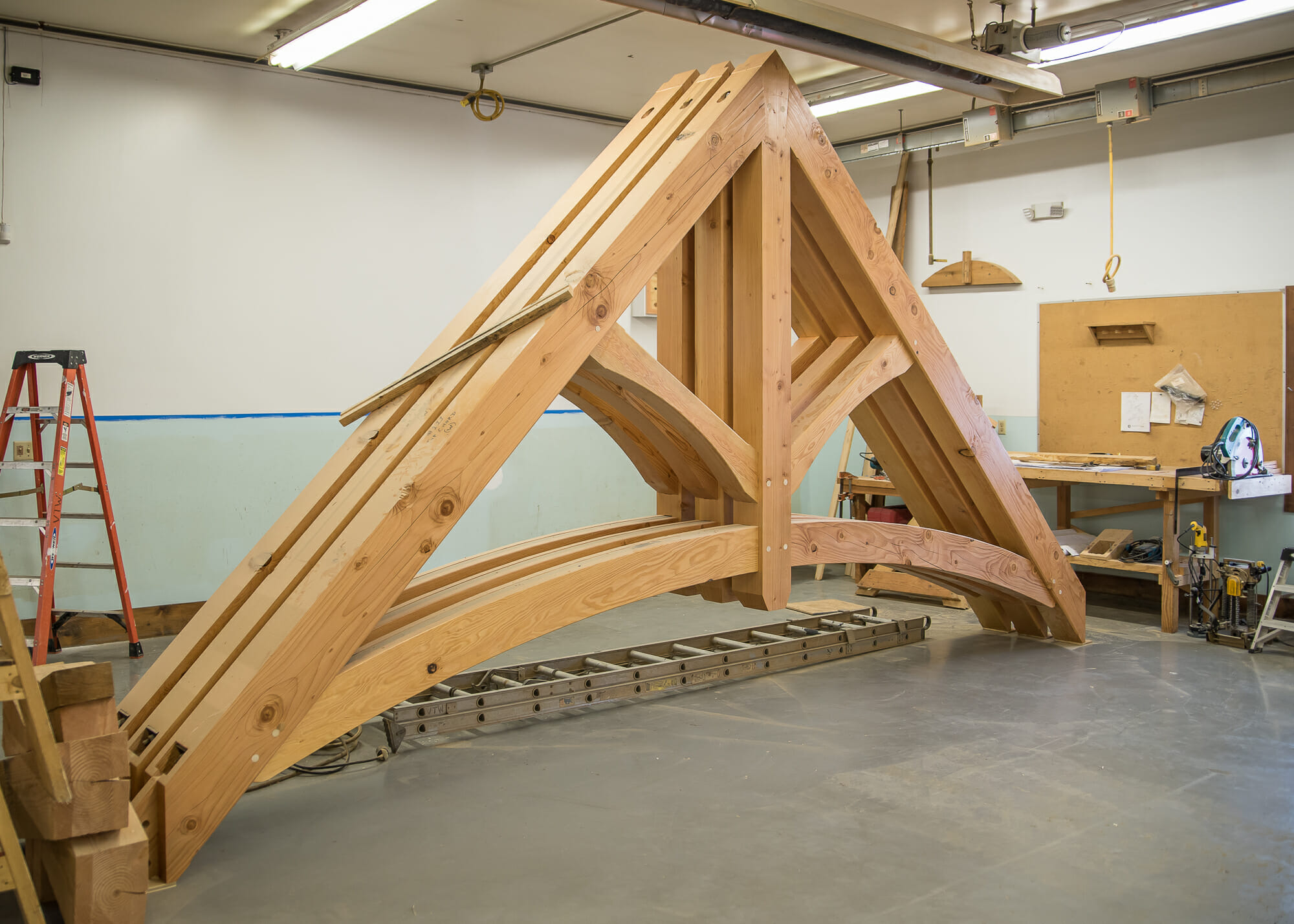 King post trusses timber frame design wood ceiling beams for Timber trusses for sale