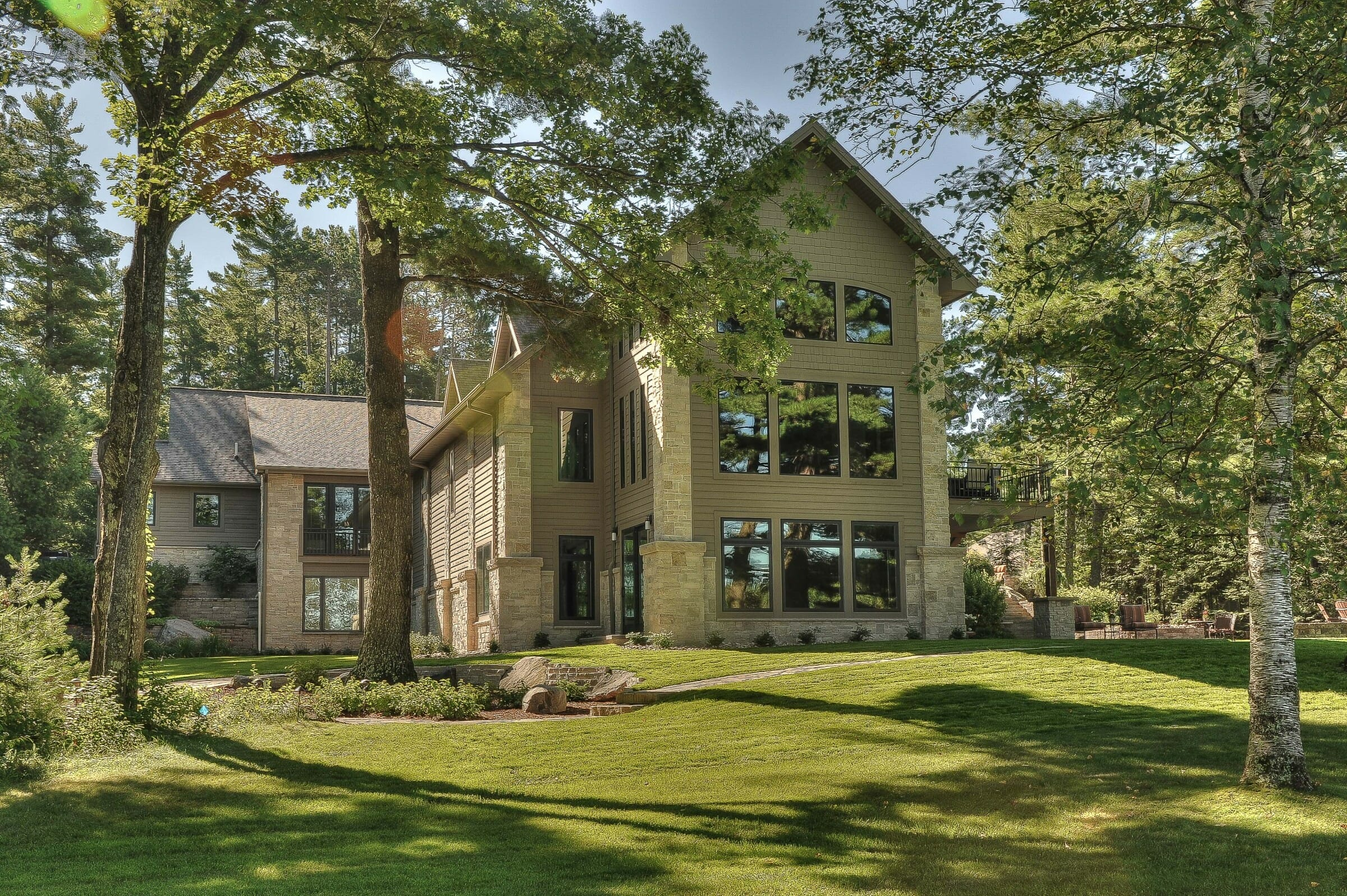 Exterior of the Minocqua Residence that features arched king trusses, cathedral ceilings and windows.