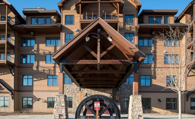 Timber Frame Ski Lodge with Porte Cochere Entryway in Vermont